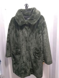 Hunter Green fake fur/polyester jacket (worned once) Toronto, M4R 1Y9