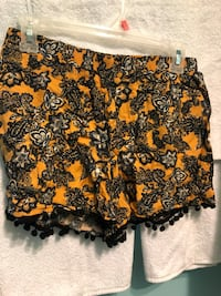 Yellow pom pom shorts  552 km