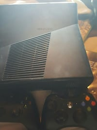 Xbox 360 with 2 controlllers Federal Way, 98003