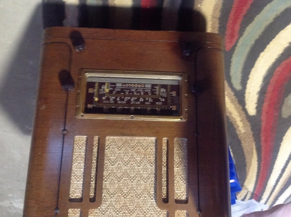 Working Antique Radio 9b0378a7-672e-44b6-8dd2-50bab455e1da
