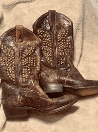 Frye Billy Hammered Stud Boot Sz7