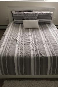 Queen Bed Spread and 4 Pillows Halifax, B3H 1R1