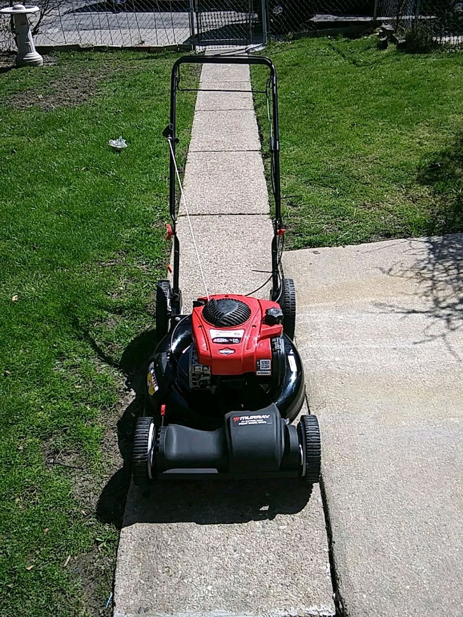 Photo 21 inch Murray self-propelled lawn mower ready to start