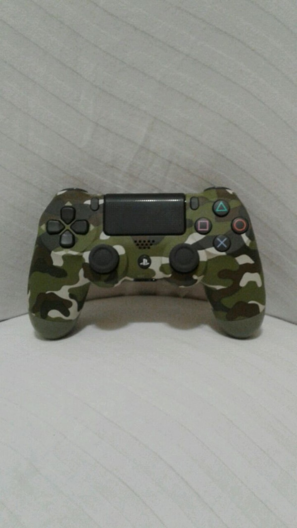 9fe1a11e30d Used black and green camo PS4 controller for sale in Chicago - letgo