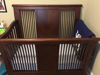 Crib with convertion kit to a full size bed