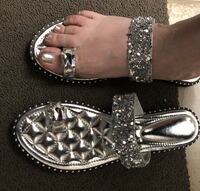 New silver sandals size 10 fits size 11 Vaughan, L6A