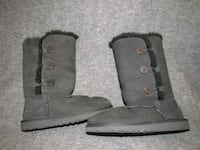 pair of gray UGG boots Conway, 29526