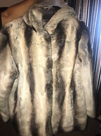 BRAND NEW XL WOMAN COAT FROM FABULOUS FUR New York, 10475
