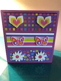 Wooden beautiful jewelry box for your princess! Germantown, 20876