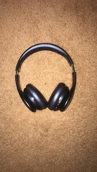 black and gray corded headphones Oxon Hill, 20745
