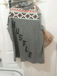 gray, red, white, and green hustle-printed crew-neck t-shirt Shelton, 98584