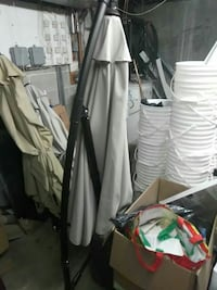 gray and black cantilever umbrella Laval, H7E 2C9