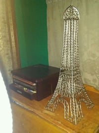 2 ft metal eiffel tower sculpture $50 will deliver Pine Lake, T0M 1S0