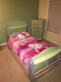 pink and white wooden bed frame Alexandria, 22314