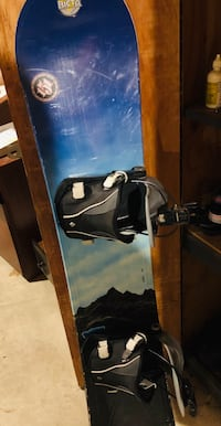 """K2 used snowboard with flow bindings 5""""7 in height! Pickering, L1V 5W7"""