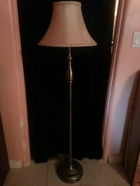 Brass looking stand up lamp Grimsby, L3M 3K6