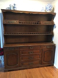 brown wooden dresser with hutch Vienna, 22181
