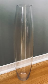 Clear glass vase/ wedding centre pieces Mississauga, L5M 5G2