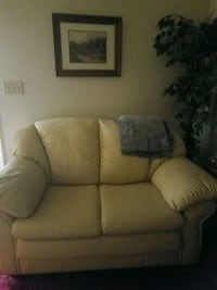 Love Seat leather  Hagerstown, 21742