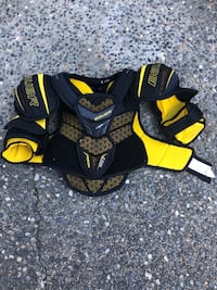 Bauer hockey shoulder pads  Coquitlam, V3J 5J5