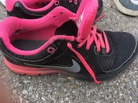 pair of black-and-pink Nike running shoes Brampton, L6Z 3B5