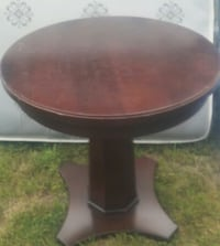 round brown wooden pedestal table District Heights, 20747