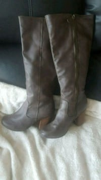 pair of women's brown leather wide-calf side-zip boots Modesto, 95358