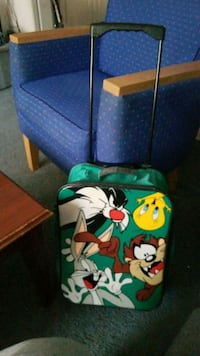 Looney tunes  suitcase 2 wheel with extended handl Baltimore, 21205