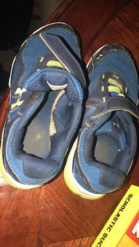 pair of blue-and-black hiking sandals Oxon Hill, 20745