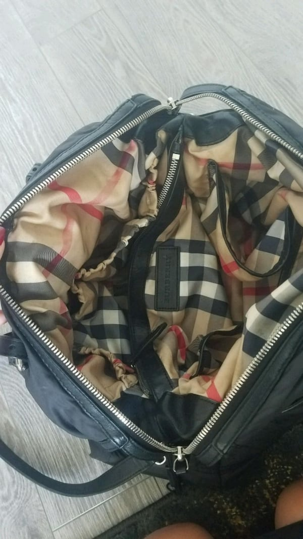 Burberry Abbey Quilted Diaper Bag- EXCELLENT COND   60531ff3-59ce-4fd4-a7f4-4f64bd7b78d6