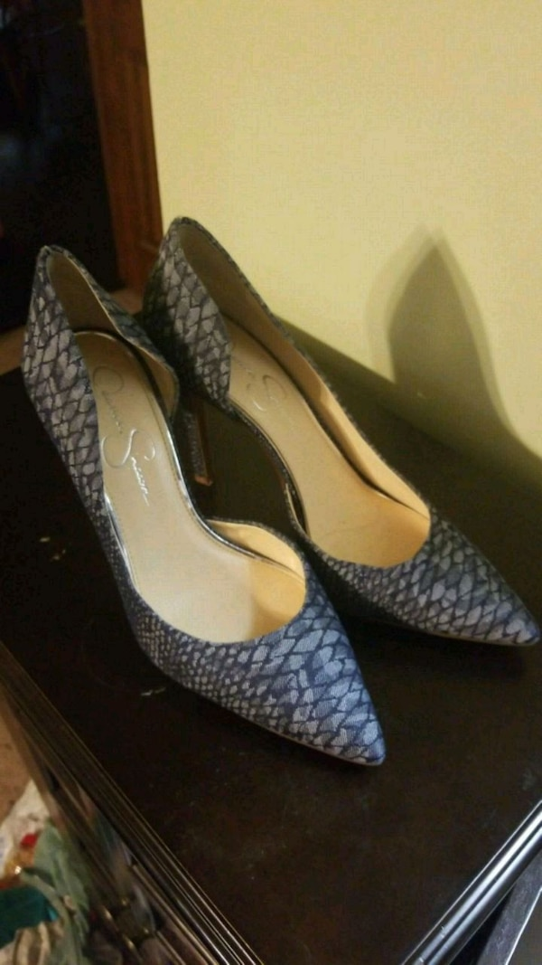 pair of blue leather pointed-toe pumps