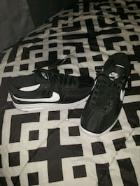 NIKE SB AIR MAX BRUIN SIZE 4.5 BRAND NEW