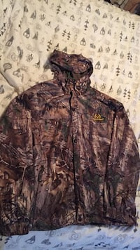 Realtree men's x-large jacket with hood.  Abbotsford, V2T