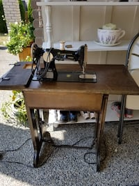 brown and black sewing machine Surrey, V3S 1P5