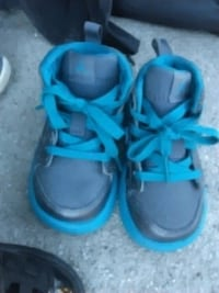 pair of black-and-blue Nike sneakers Highland, 92346