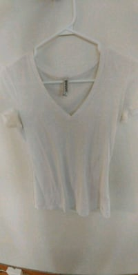 women's white v-neck sleeveless top Winnipeg