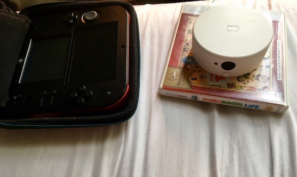Nintendo 2DS With Amiibo NFC Reader/Writer and 3DS game Tomodachi Life With  Mario Kart Case