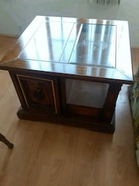 End table. Solid wood, good condition Carson, 90745
