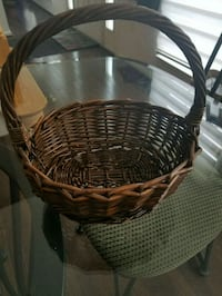 round brown wicker basket with lid Dale City, 22193