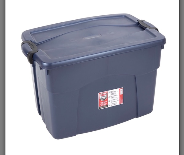 8 X 140 Qt 35 Gal Rubbermaid Storage Containers
