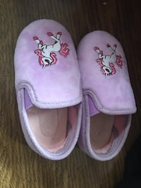 Toddler cute warm slippers size 9 Chelsea, 02150