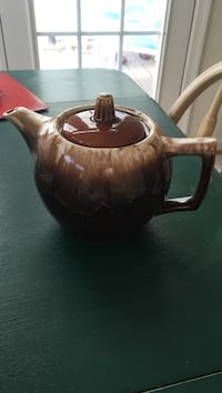 Brown and beige ceramic teapot Winchester, 22601
