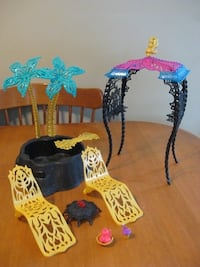Monster high doll 13 wishes desert frights oasis playset  Niagara Falls, L2H 2E5