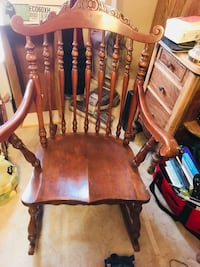 Antique Windsor chair. Great condition with red chair pad  Leesburg, 20175