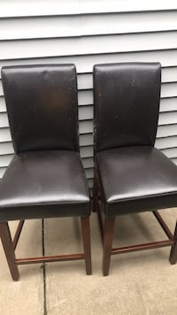 2 leather barstools Milwaukee, 53207