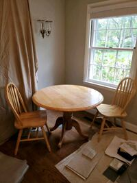 Round Table and Chairs (Solid Wood) Lutherville-Timonium, 21093