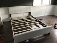 Brand new queen faux leather platform bed on sale  多伦多, M1T