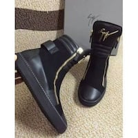 Black leather zip-up high-top sneakers with box Toronto, M1L 3E9