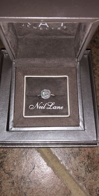silver-colored Neil Lane ring with clear gemstones and box Maurice, 70555