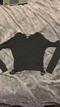 Women's cropped black long sleeve  623 km
